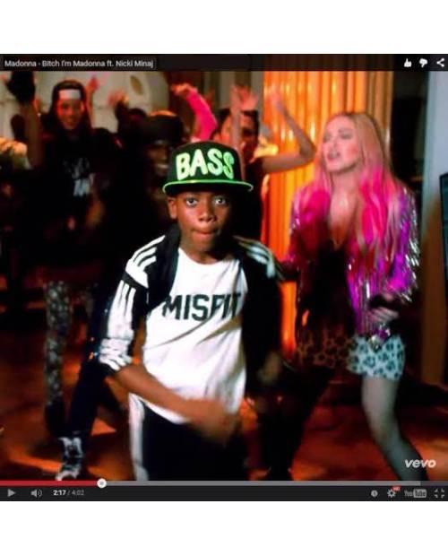 Casquette Lumineuse Vue Dans Clip Madonna !