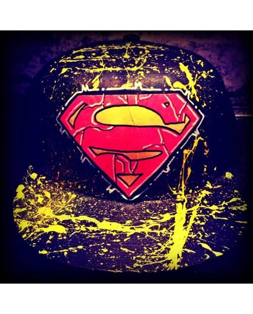 Casquette Droite : Superman